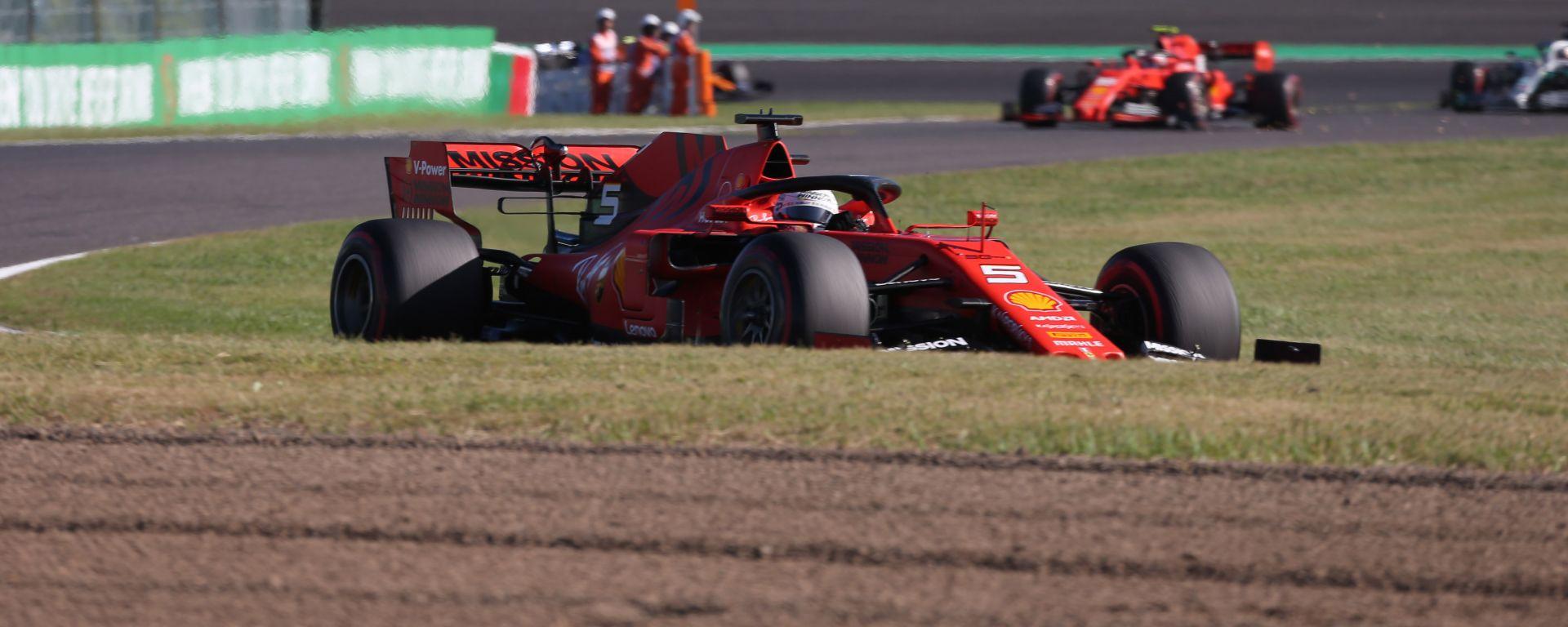 F1, GP Giappone 2019: Sebastian Vettel e Charles Leclerc (Ferrari) seguiti da Lewis Hamilton (Mercedes)