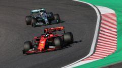 F1, GP Giappone 2019: Sebastian Vettel (Ferrari) inseguito da Lewis Hamilton (Mercedes)