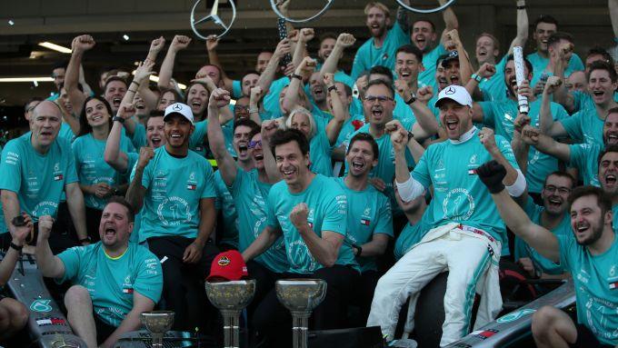 F1 GP Giappone 2019, Suzuka: i festeggiamenti Mercedes per la vittoria del titolo costruttori