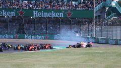 F1 GP Giappone 2019, Suzuka: la partenza, Verstappen (Red Bull) fuori pista dopo il contatto con Leclerc (Ferrari)