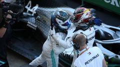 F1 GP Giappone 2019, Suzuka: Valtteri Bottas (Mercedes) e Lewis Hamilton festeggiano il successo