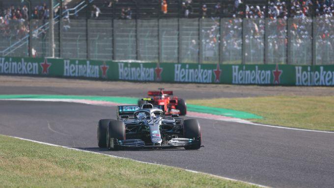 F1, GP Giappone 2019: Valtteri Bottas (Mercedes) e Sebastian Vettel (Ferrari)