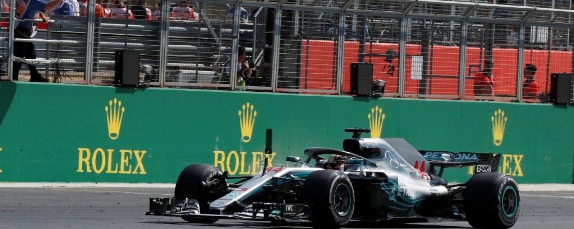 F1 GP Gran Bretagna 2018, Lewis Hamilton taglia il traguardo