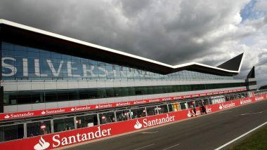 F1 GP Gran Bretagna 2019, Silverstone: la palazzina dei box e il rettilineo di partenza
