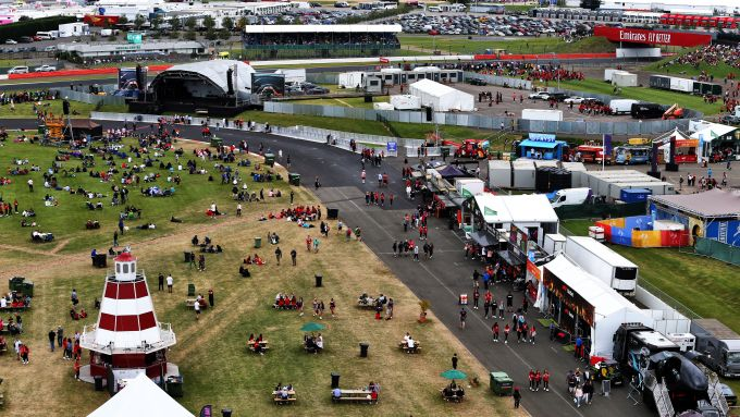 F1 GP Gran Bretagna 2019, Silverstone: vista dall'alto dei numerosi fan presenti all'evento