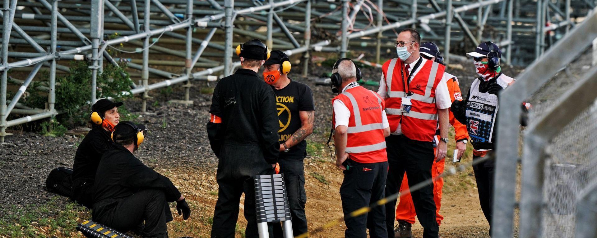 F1, GP Gran Bretagna 2020: gli attivisti di Extinction Rebellion
