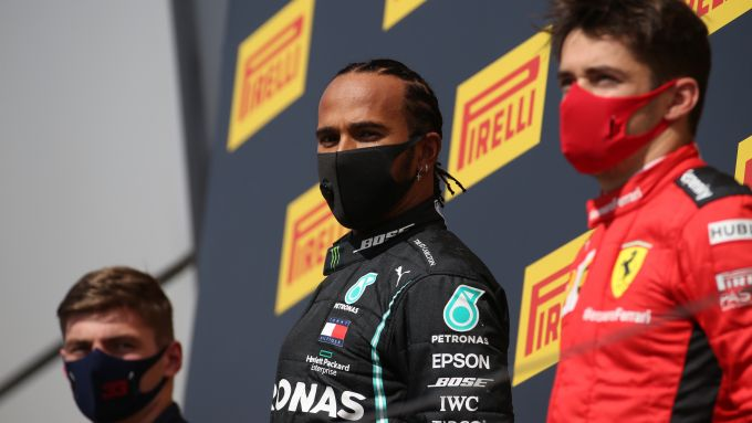 F1 GP Gran Bretagna 2020: Hamilton (Mercedes) con Verstappen (Red Bull) e Leclerc (Ferrari)