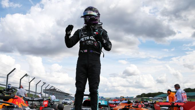 F1, GP Gran Bretagna 2020: Lewis Hamilton (Mercedes) festeggia la vittoria