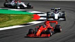 F1, GP Gran Bretagna 2020: Sebastian Vettel (Ferrari) seguito da Pierre Gasly (Alpha Tauri)