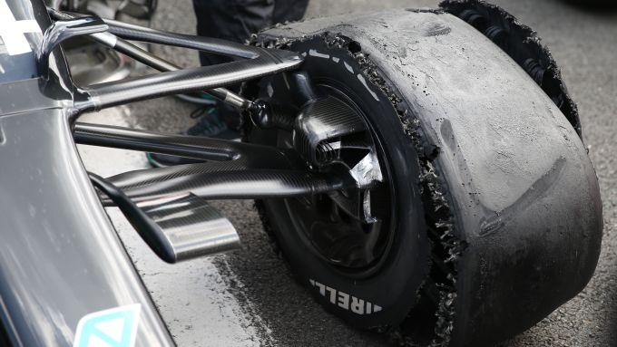 F1 GP Gran Bretagna 2020, Silverstone: La gomma della Mercedes di Hamilton