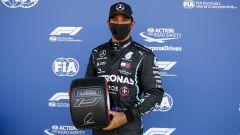 F1 GP Gran Bretagna 2020, Silverstone: Lewis Hamilton (Mercedes AMG F1) con il trofeo della pole