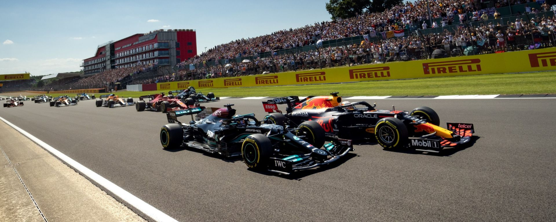 F1, GP Gran Bretagna 2021: Max Verstappen e Lewis Hamilton ruota a ruota