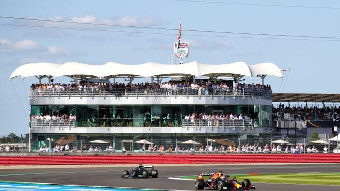 F1, GP Gran Bretagna 2021: Max Verstappen (Red Bull) precede Lewis Hamilton (Mercedes)