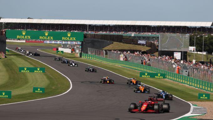 F1 GP Gran Bretagna 2021, Silverstone: Charles Leclerc (Scuderia Ferrari) nel primo giro di gara sprint