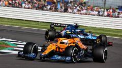 F1 GP Gran Bretagna 2021, Silverstone: Lando Norris (McLaren) davanti a Fernando Alonso (Alpine)