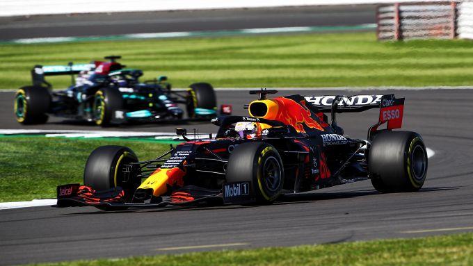 F1 GP Gran Bretagna 2021, Silverstone: Max Verstappen (Red Bull) precede Lewis Hamilton (Mercedes)