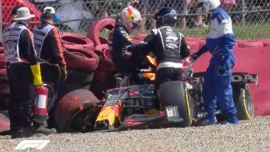 F1 GP Gran Bretagna 2021, Silverstone: Max Verstappen (Red Bull Racing) dopo l'incidente alla Copse