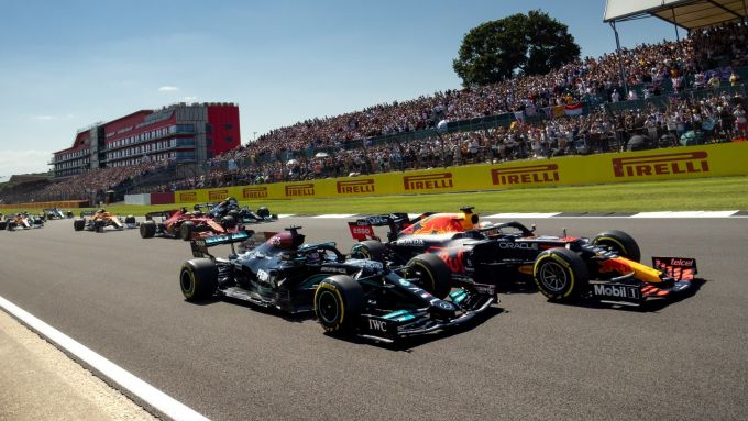 F1 GP Gran Bretagna 2021, Silverstone: Max Verstappen (Red Bull) vs Lewis Hamilton (Mercedes)