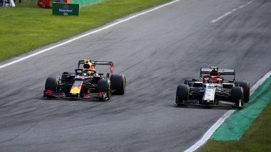 F1 GP Italia 2019, Monza, Max Verstappen (Red Bull) sorpassa Antonio Giovinazzi (Alfa Romeo)