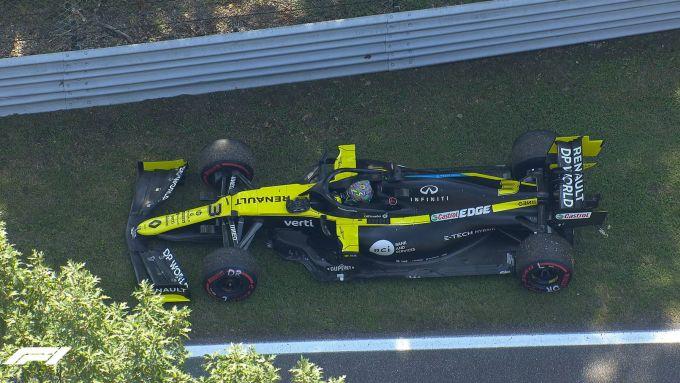 F1 GP Italia 2020, Monza: Daniel Ricciardo (Renault Sport F1) fermo a bordo pista durante le PL3