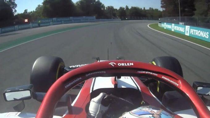 F1 GP Italia 2020, Monza: Giovinazzi prima del pit. Si noti il pannello luminoso con la