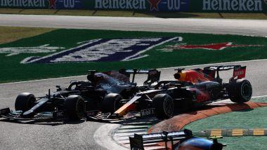 F1, GP Italia 2021: il momento del contatto tra Lewis Hamilton e Max Verstappen
