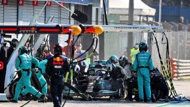 F1, GP Italia 2021: il pit stop di Lewis Hamilton
