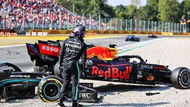 F1, GP Italia 2021: Lewis Hamilton (Mercedes) subito dopo l'incidente con Max Verstappen