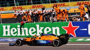 F1 GP Italia 2021, Monza: Daniel Ricciardo (McLaren F1 Team) taglia il traguardo
