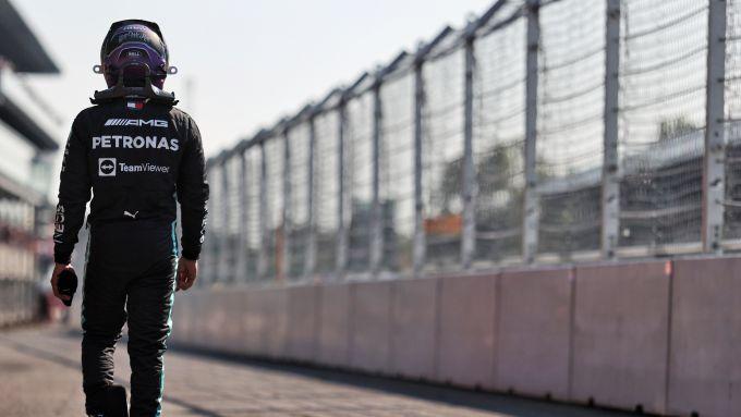 F1 GP Italia 2021, Monza:  Hamilton (Mercedes) torna ai box dopo l'incidente con Verstappen (Red Bull)