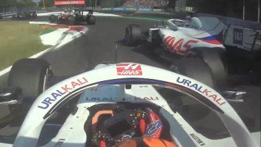 F1 GP Italia 2021, Monza: il contatto tra Nikita Mazepin e Mick Schumacher (Haas)