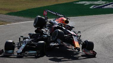F1 GP Italia 2021, Monza: l'incidente tra Lewis Hamilton (Mercedes) e Max Verstappen (Red Bull)