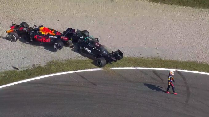 F1 GP Italia 2021, Monza: l'incidente tra Max Verstappen (Red Bull) e Lewis Hamilton (Mercedes)