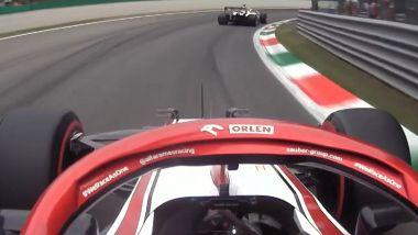F1 GP Italia 2021, Monza: Robert Kubica (Alfa Romeo) ostacolato da Nikita Mazepin (Haas)