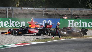F1 GP Italia 2021, Monza: Verstappen (Red Bull) si ritira dopo il contatto con Hamilton (Mercedes)