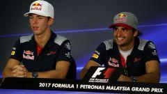 F1 GP Malesia 2017, Sepang: Pierre Gasly (Toro Rosso) con il compagno Carlos Sainz