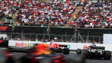 F1, GP Messico 2018: Lewis Hamilton (Mercedes) in battaglia con Ferrari e Red Bull