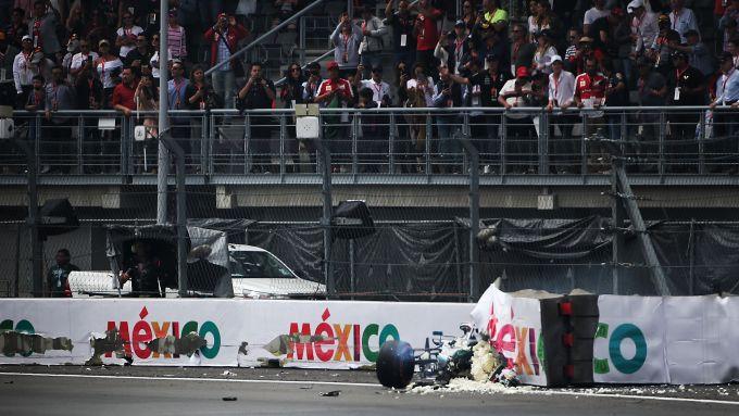 F1 GP Messico 2019, Città del Messico: Valtteri Bottas (Mercedes) a muro in uscita della Peraltada