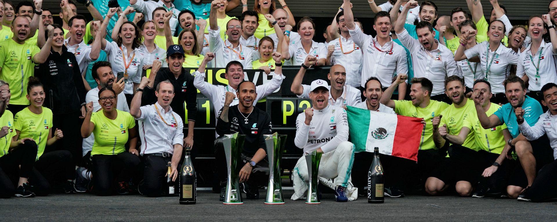 F1 GP Messico 2019, Hermanos Rodriguez: Mercedes festeggia la vittoria di Lewis Hamilton e il 3° posto di Valtteri Bottas