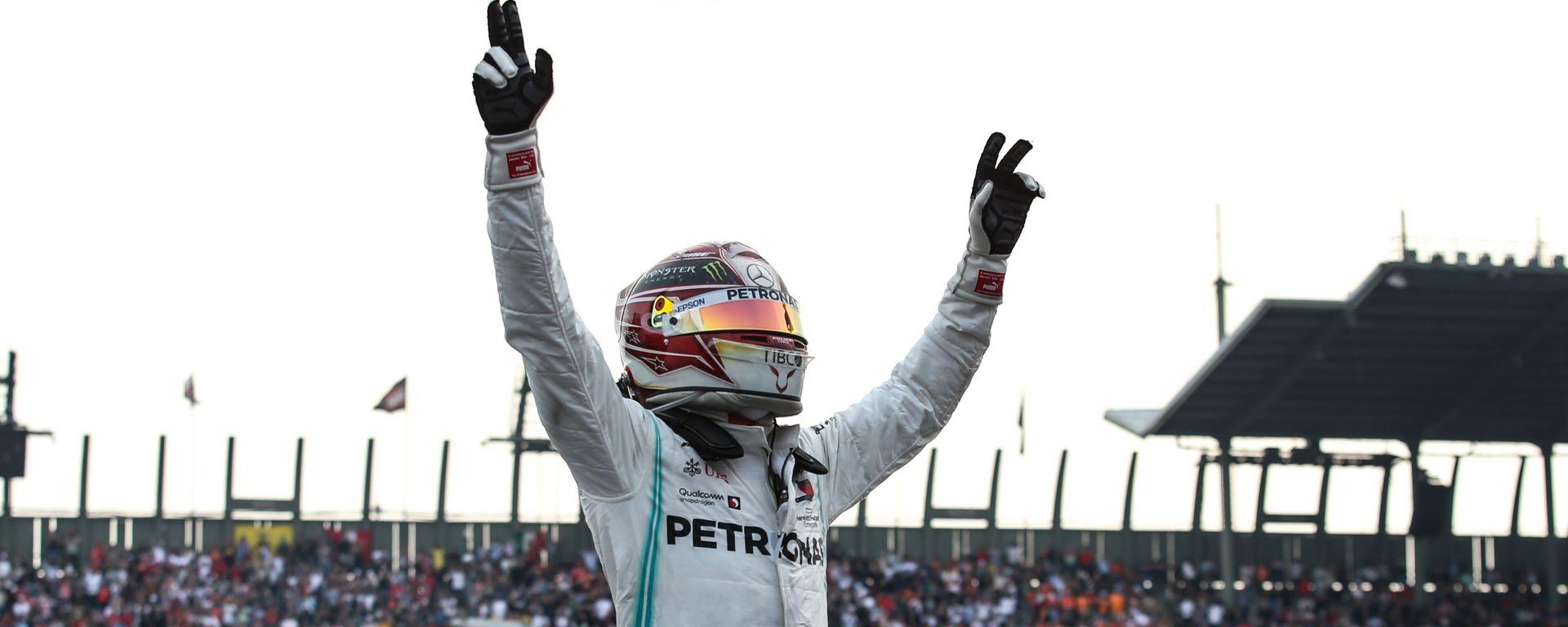 F1, GP Messico 2019: Lewis Hamilton (Mercedes) festeggia la vittoria