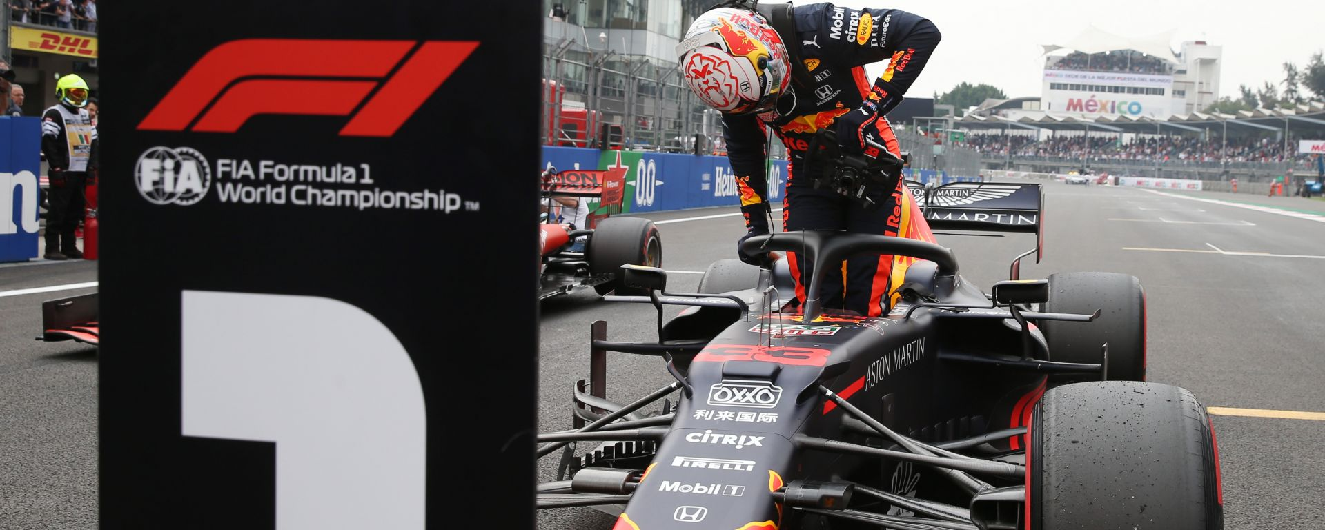 F1, GP Messico 2019: Max Verstappen festeggia la pole position