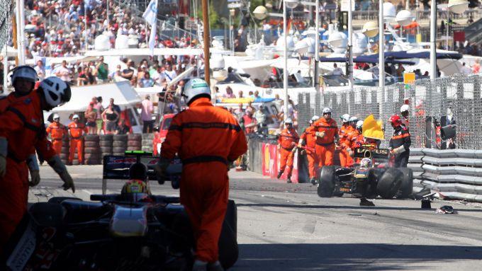 F1 GP Monaco 2011, Monte Carlo: l'incidente di Petrov (Lotus) e Alguersuari (Toro Rosso)