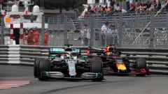 F1 GP Monaco 2019, Verstappen alle spalle di Lewis Hamilton