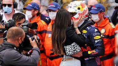 F1, GP Monaco 2021: il bacio di Kelly a MV