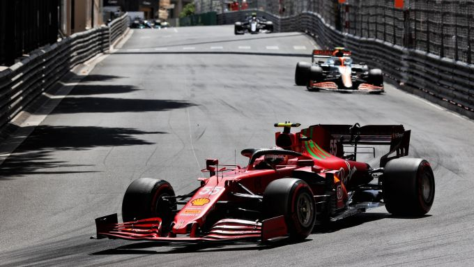 F1 GP Monaco 2021, Monte Carlo: Carlos Sainz (Ferrari) seguito da Lando Norris (McLaren)