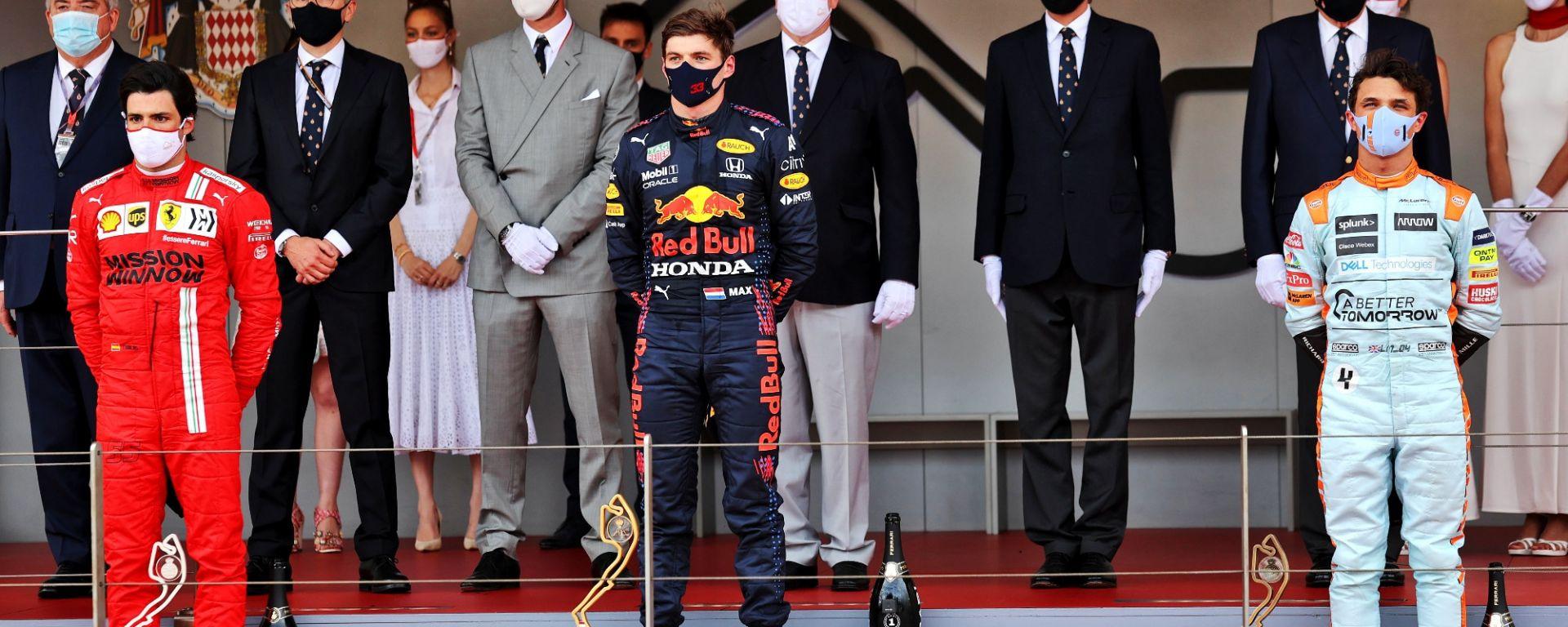 F1 GP Monaco 2021, Monte Carlo: il podio con Carlos Sainz (Ferrari), Max Verstappen (Red Bull) e Lando Norris (McLaren)