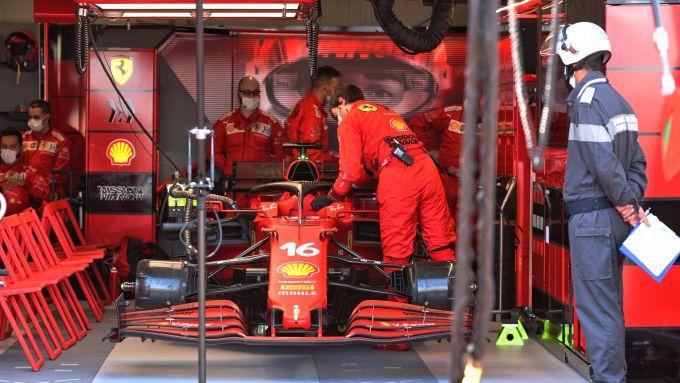 F1 GP Monaco 2021, Monte Carlo: la Ferrari di Charles Leclerc rimasta mestamente ai box