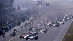 F1 GP Olanda 1984, Zandvoort: le monoposto sfilano dopo lo spegnimento dei semafori