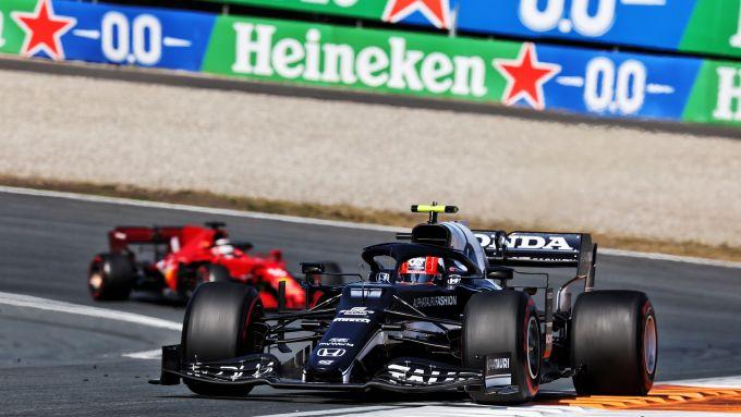 F1 GP Olanda 2021, Zandvoort: Pierre Gasly (AlphaTauri) davanti a Charles Leclerc (Ferrari)