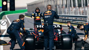 F1 GP Olanda 2021, Zandvoort: Sergio Perez (Red Bull Racing) in pit-lane prima della partenza